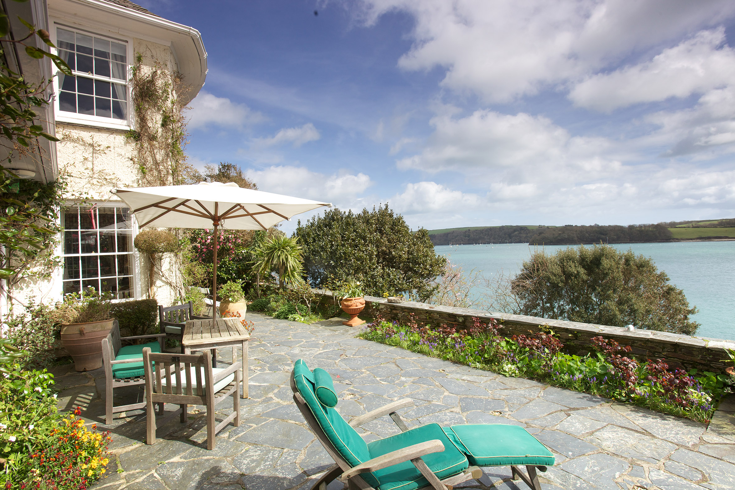 Luxury st mawes holiday cottages st mawes retreats for Luxury holiday rentals uk