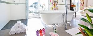 Moonraker Luxury Holiday House bathroom