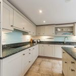 TheMoorings-kitchen-4